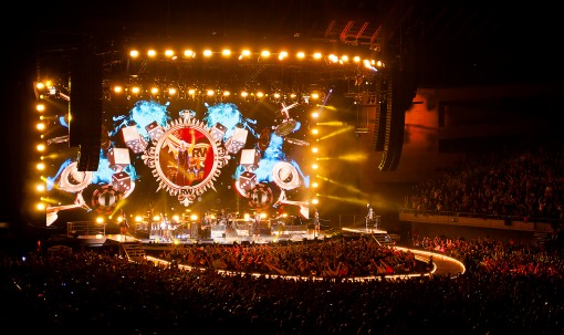 Robbie Williams Let Me Entertain You Tour 2015 (c) Farrell Music. Photograph by James Eppy 1